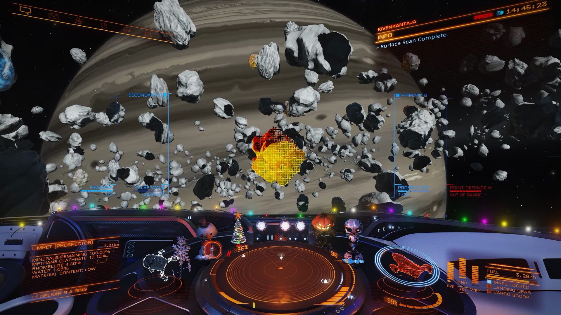 Elite: Dangerous beginner's guide: a screenshot showing an icy megalode asteroid highlighted by the pulse wave scanner